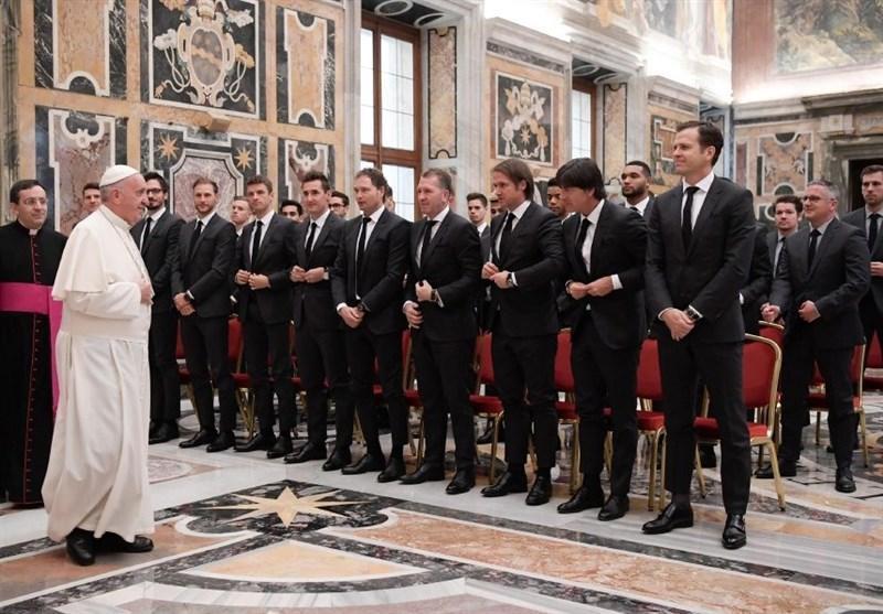 هدیه اعضای تیم ملی آلمان به پاپ