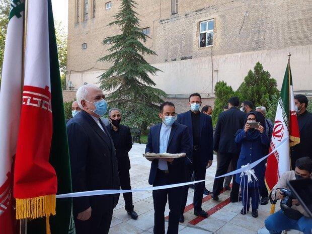 افتتاح میز خدمت کنسولی در وزارت امور خارجه با حضور ظریف