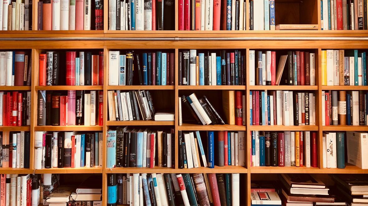یک تحقیق جالب روی 160 هزار نفر نشان داد که هر چه کتابخانه شان در زمان کودکی عظیم تر بوده، در هنگام عظیمسالی باهوش تر شده اند