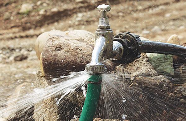 کشفی: مشترکان پرمصرف باید قیمت تمام شده آب را پرداخت کنند
