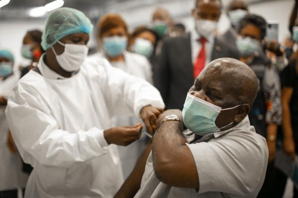 خبرنگاران واکسیناسیون کرونا در آفریقا در مدار سرعت به رغم محرومیت ها